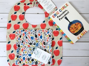 Apple feeding bib, napkin, pen and thimble, gift set